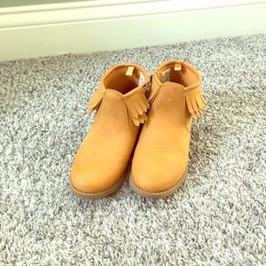 Girls light brown fringe booties